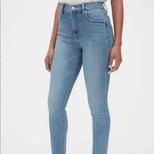 GAP Girlfriend Light Wash High Rise Skinny Jeans